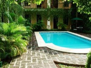 patio cortile interno con piscina microclima