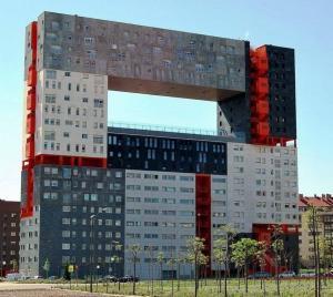Mirador l'edificio stravagante con il vuoto al centro